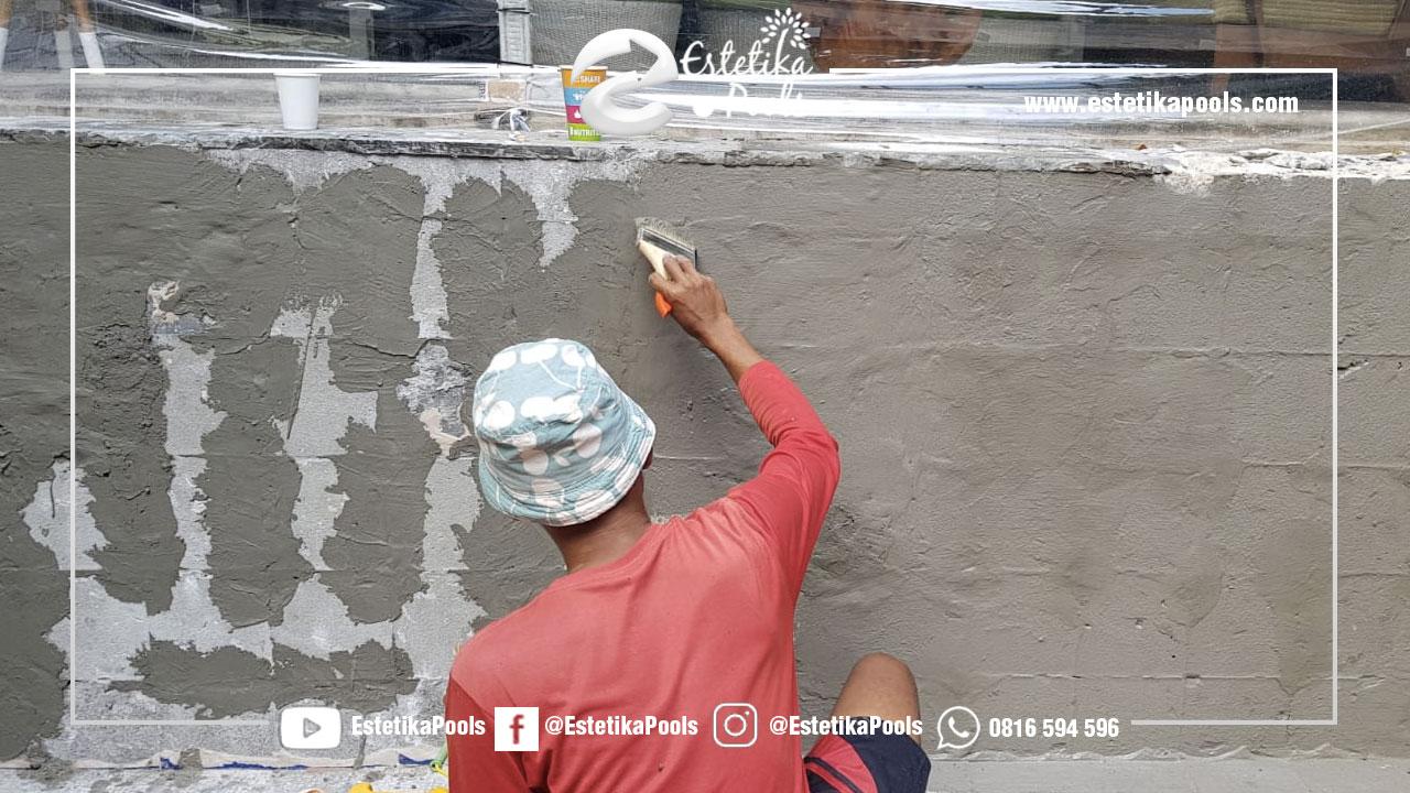 Perapian Dinding Yang Berlubang Kolam Renang